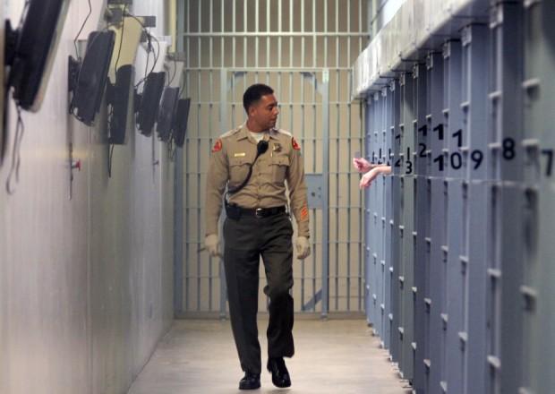 Quatro Policias Descobrem que estão Grávidas do Mesmo Detento