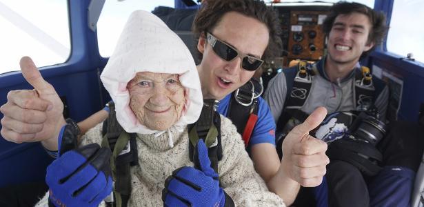Bisavó de 102 anos é a paraquedista mais idosa do planeta