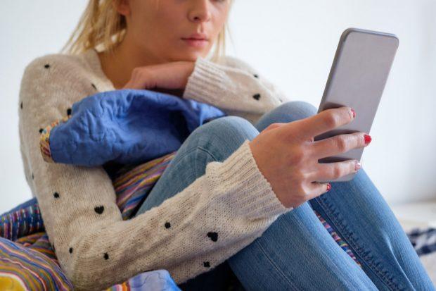 Risco ligado às redes sociais: a depressão – é mais comum em meninas