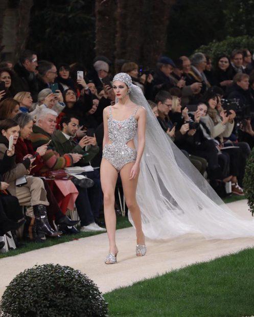 Semana de Moda - Chanel leva noiva de maiô às passarelas