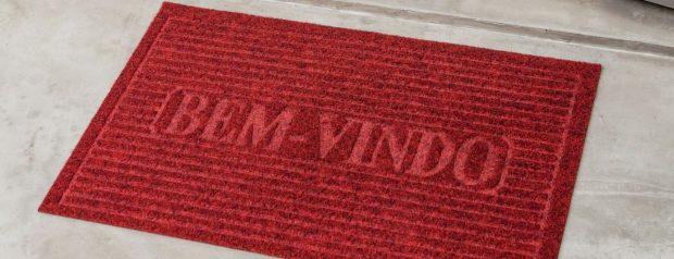 Aprenda a tirar manchas do tapete sem ter dor de cabeça