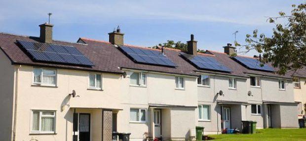Você sabia que pode ser muito bom investir em energia solar em casa? Veja 4 motivos