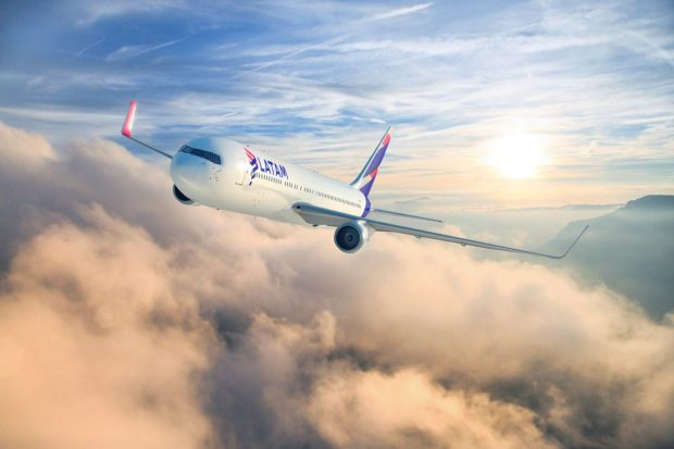 Destacar a aeronave da LATAM Airlines Brasil