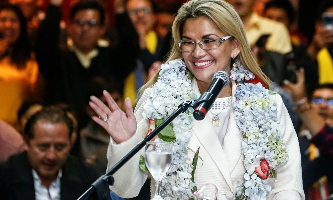 Presidenta interina da Bolívia desiste de candidatura e convoca bolivianos contra Morales