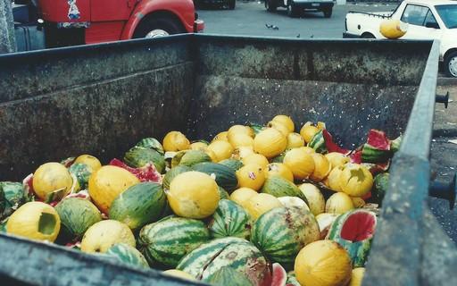 Desperdício de comida emite mais gases nocivos do que a maioria dos países