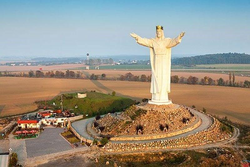 As 3 maiores estátuas de Cristo no mundo - Cristo Redentor não é uma delas